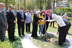 محافظ القاهرة يشهد قيام دفعة الشهيد منسي غرس شجرة بحديقة الطفل