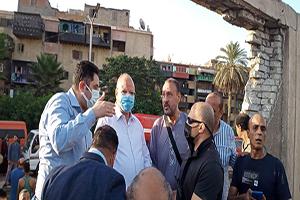 محافظ القاهرة يتفقد موقع الحريق بعزبة الورد بحى الشرابية