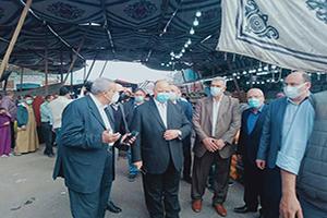 محافظ القاهرة يقوم بجولة تفقدية بسوق العبور