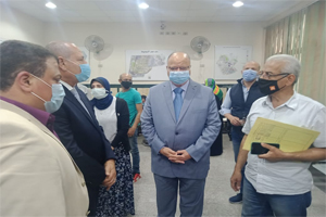محافظ القاهرة يتفقد سير عمل منظومة تراخيص البناء بمصر الجديدة