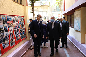 تفقد اللواء خالد عبد العال محافظ القاهرة المدارس لمتابعة سير العملية التعليمية