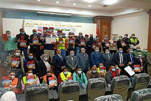 وزير القوى العاملة ومحافظ القاهرة يقومان بتسليم 120 وثيقة تأمين على الحياة على العمالة الغير منتظمة