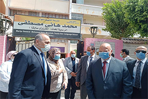 جولة تفقدية لمحافظ القاهرة لمتابعة سير إمتحانات الشهادة الإعدادية